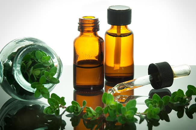 The effects of essential oils and aqueous tea infusions of oregano (Origanum vulgare L. spp. hirtum), thyme (Thymus vulgaris L.) and wild thyme (Thymus serpyllum L.) on the copper-induced oxidation of human low-density lipoproteins.